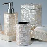 accessoires de salle de bain : distributeur à savon, porte savon, bocal coton, petite poubelle de salle de bain