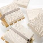 idee deco de salle de bain: savon décoratif effet bois