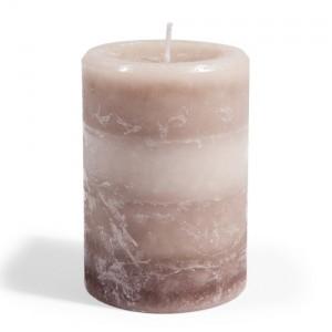 Accessoiriser avec des bougies, comme celle-ci qui provient  de Maisons du Monde