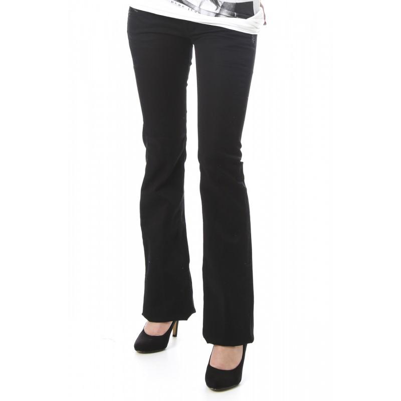 Les jeans pour femme : vêtement pratique et confortable