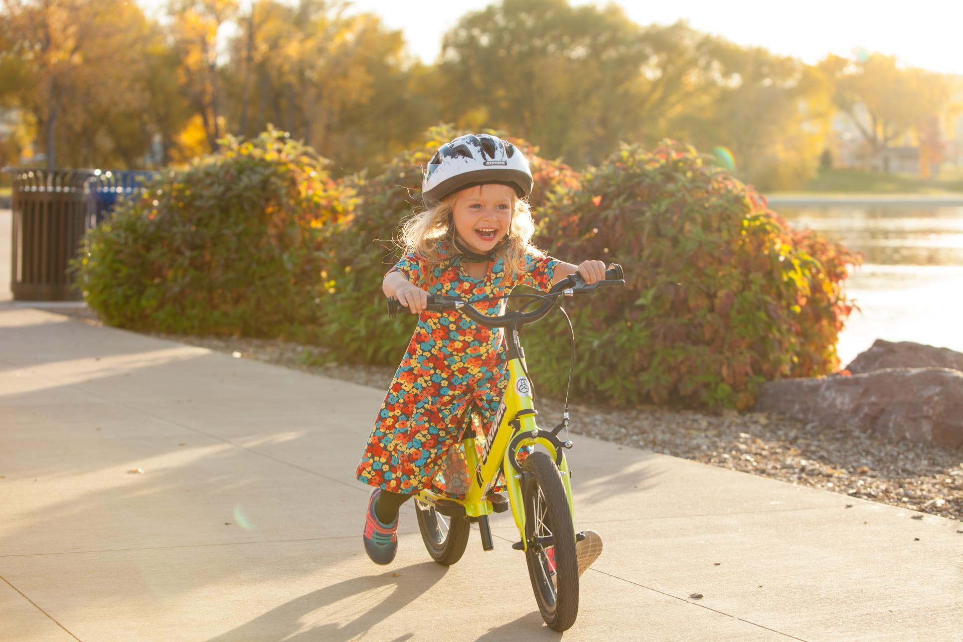 Strider Bike : la marque de draisienne investie auprès des enfants