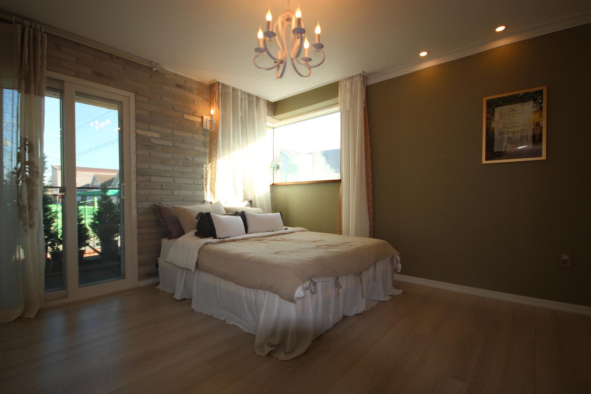 Choix et les caractéristiques des luminaires design pour la chambre