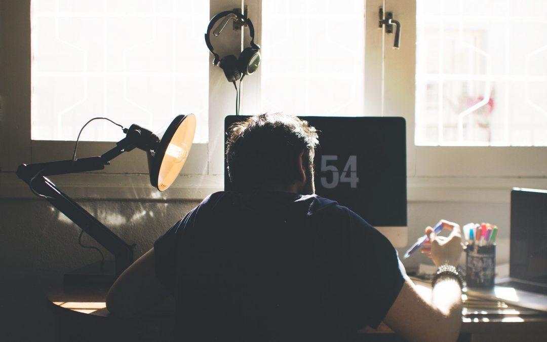 lampe de bureau et post de travail
