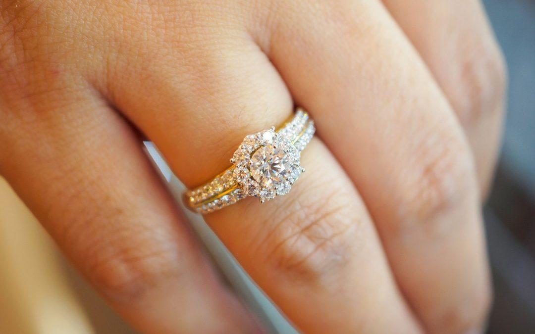Pourquoi offrir une bague de fiançailles ?
